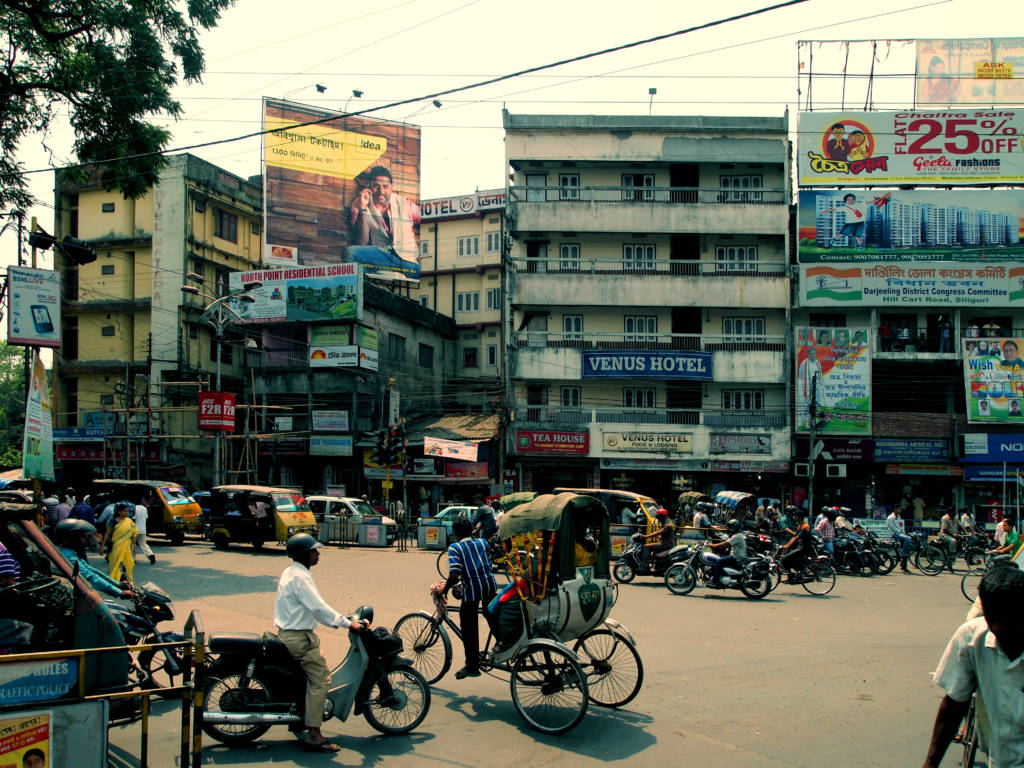 People and buildings of the town of Siliguri, India