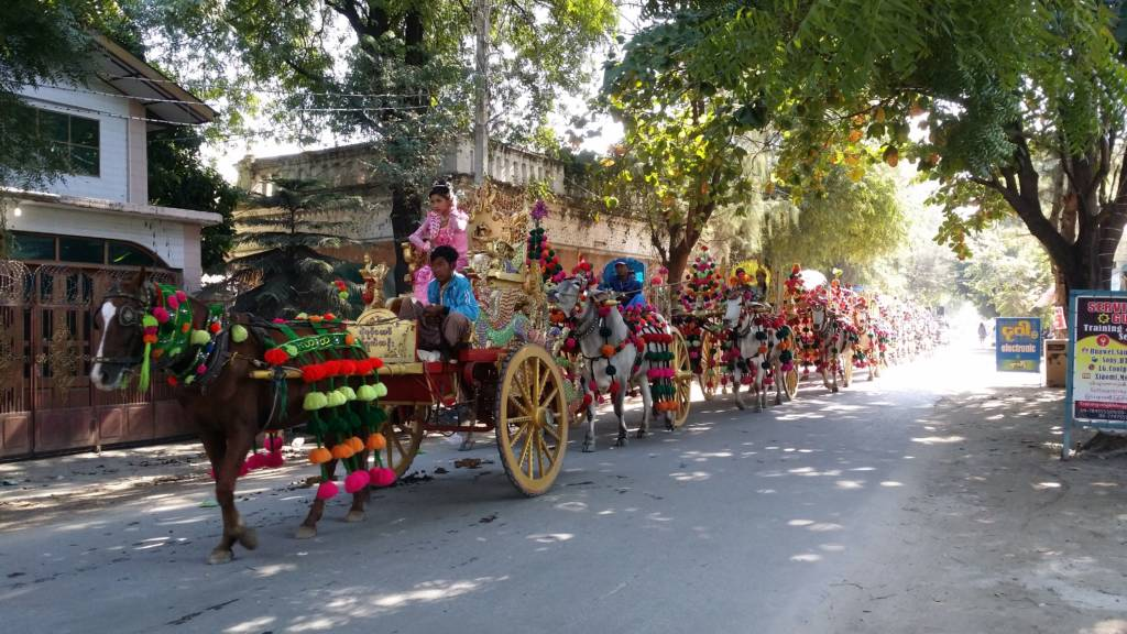 The lively streets of Sagaing.