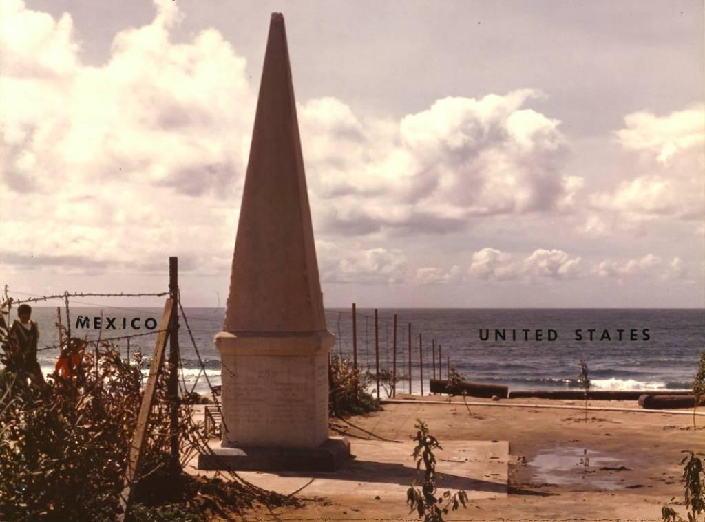 Monument on border